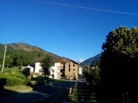 Vista sul paese e sullo sfondo il Monte Bianco